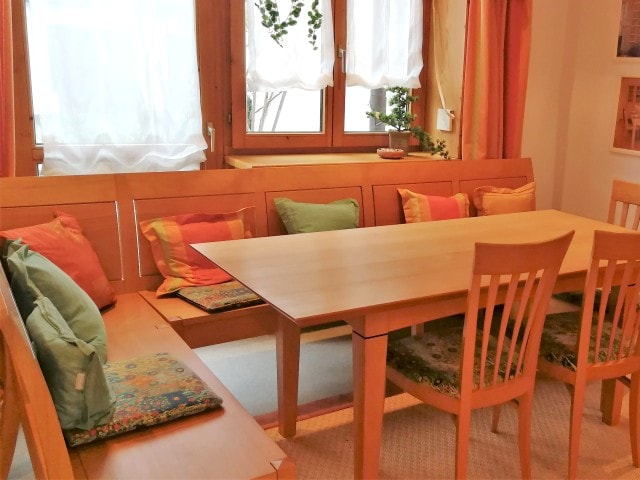 Sitzbank mit Lehne aus Holz nahe Landshut maßanfertigen lassen