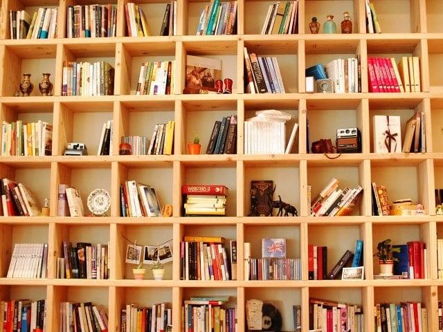 Bücherregal raumhoch